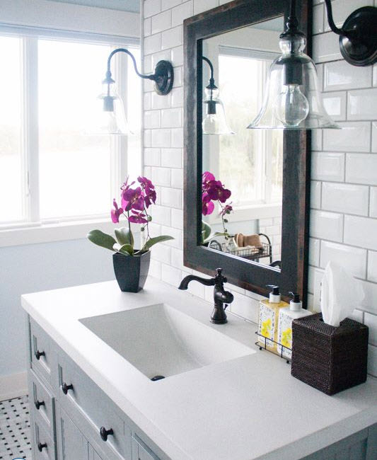 bathrooms_with_white_subway_tile_12