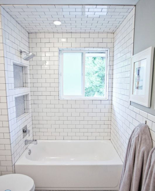 bathrooms_with_white_subway_tile_16