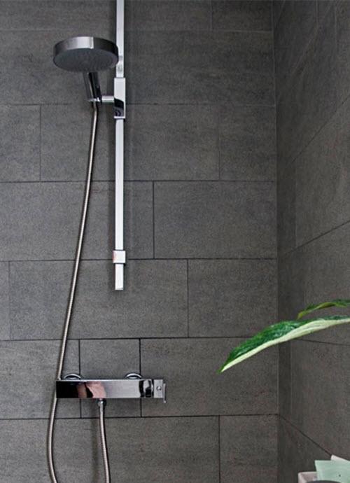 black_and_grey_bathroom_tiles_17
