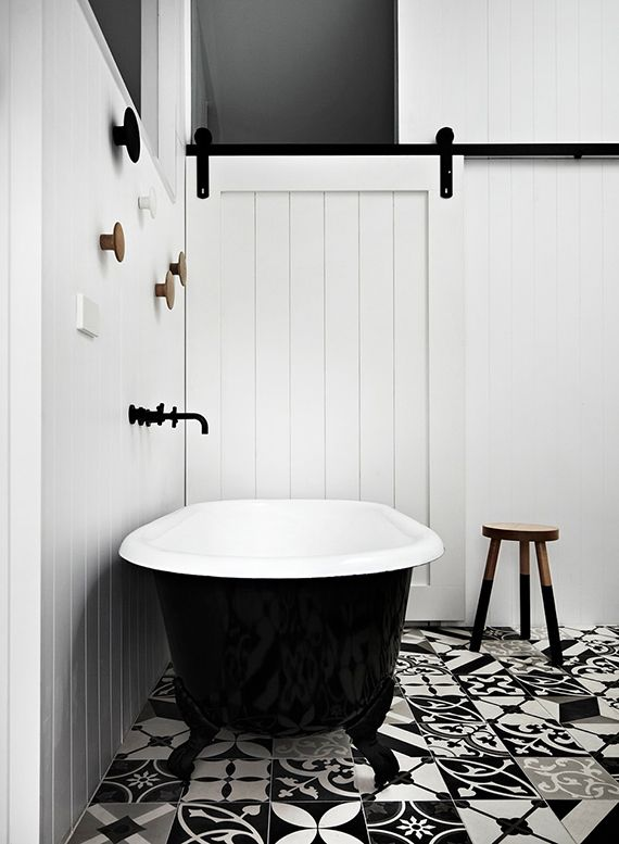 black_and_white_bathroom_floor_tile_3