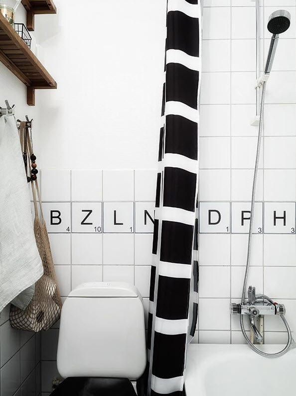 black_and_white_bathroom_tiles_in_a_small_bathroom_33
