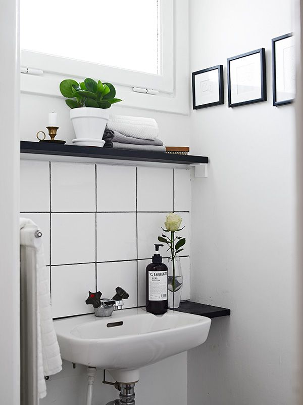 black_and_white_bathroom_tiles_in_a_small_bathroom_6