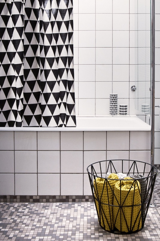 black_and_white_bathroom_wall_tile_designs_16
