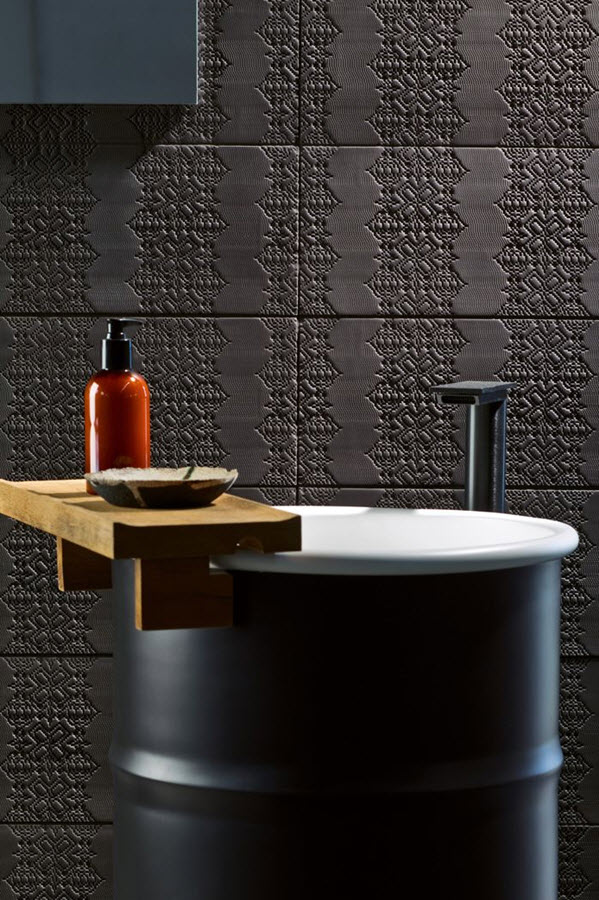 black_and_white_bathroom_wall_tile_designs_9