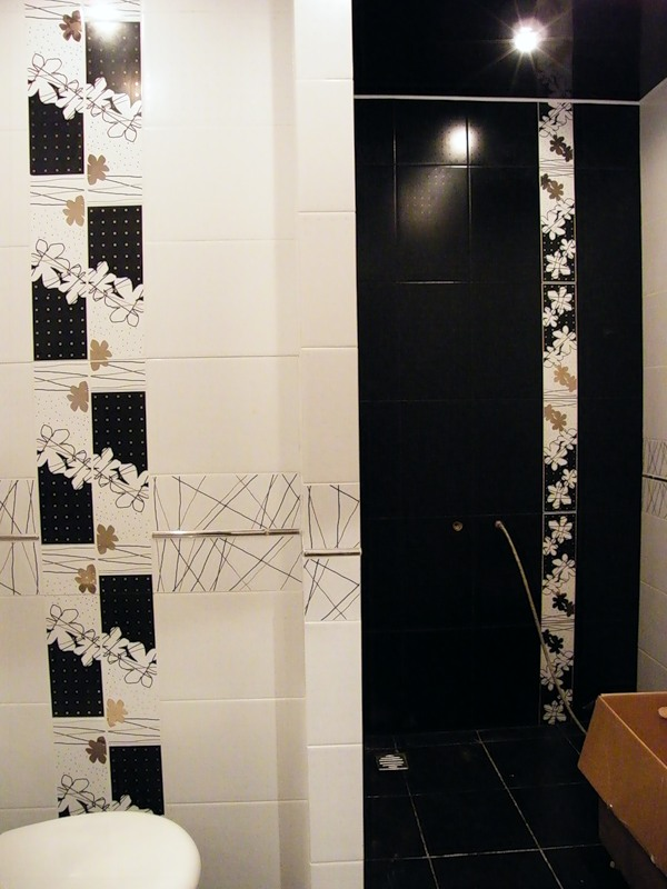 black_and_white_ceramic_tile_for_bathroom_21