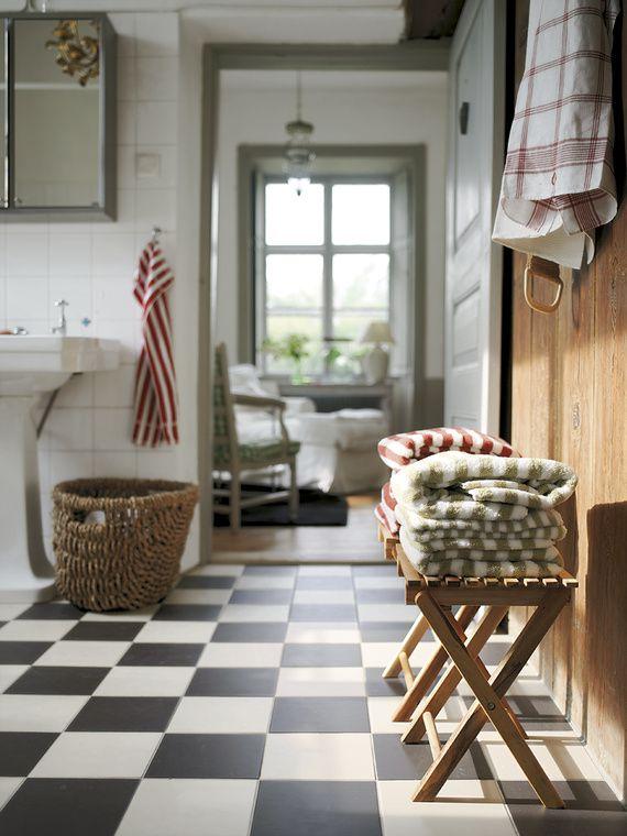 black_and_white_checkered_bathroom_tile_30