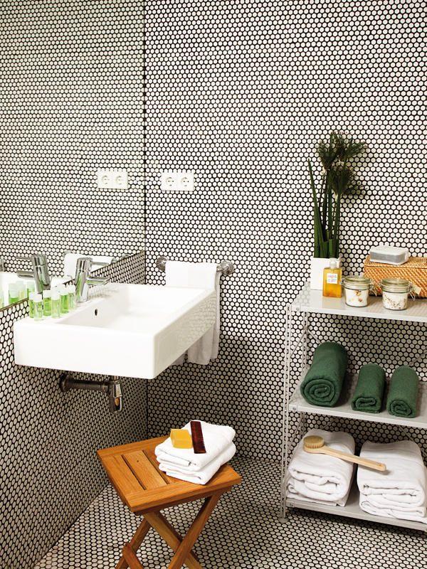 black_and_white_hexagon_bathroom_floor_tile_28