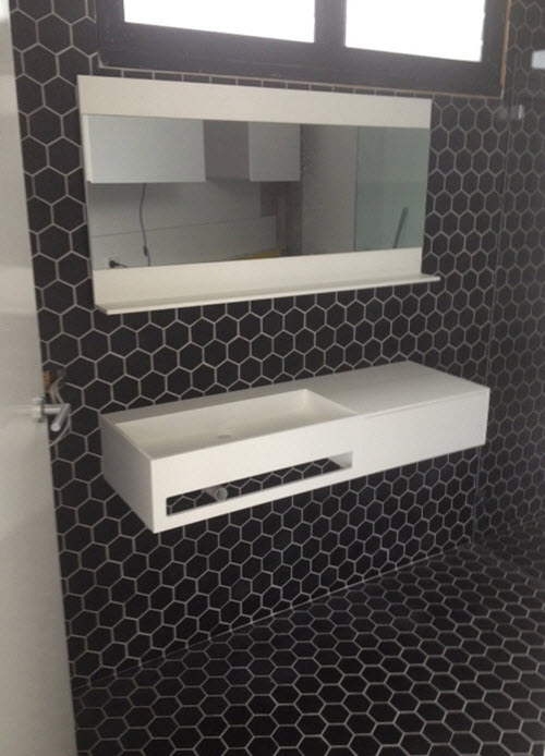black_and_white_hexagon_bathroom_tile_23
