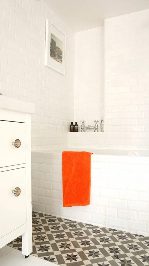 black_and_white_mosaic_bathroom_floor_tile_2