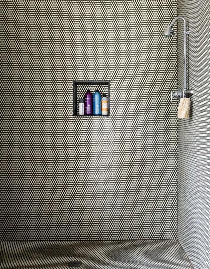 black_and_white_shower_tile_19