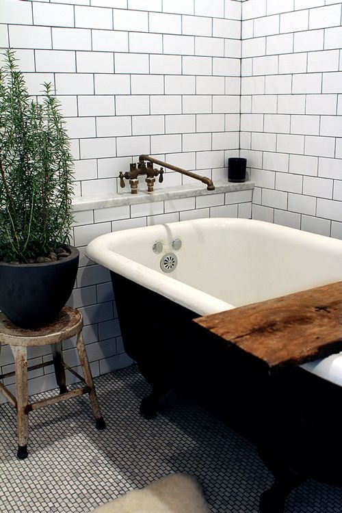 black_and_white_subway_tile_bathroom_31