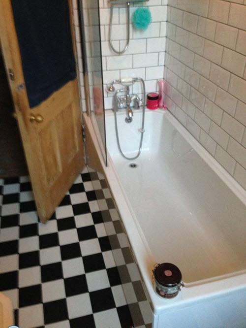 black_and_white_vinyl_bathroom_floor_tiles_21