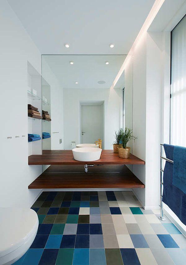 blue_and_white_bathroom_floor_tile_7