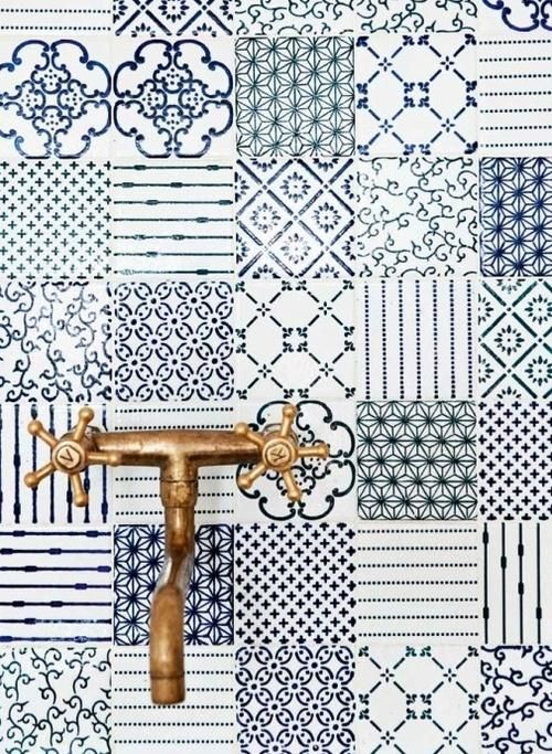 blue_and_white_bathroom_tile_19