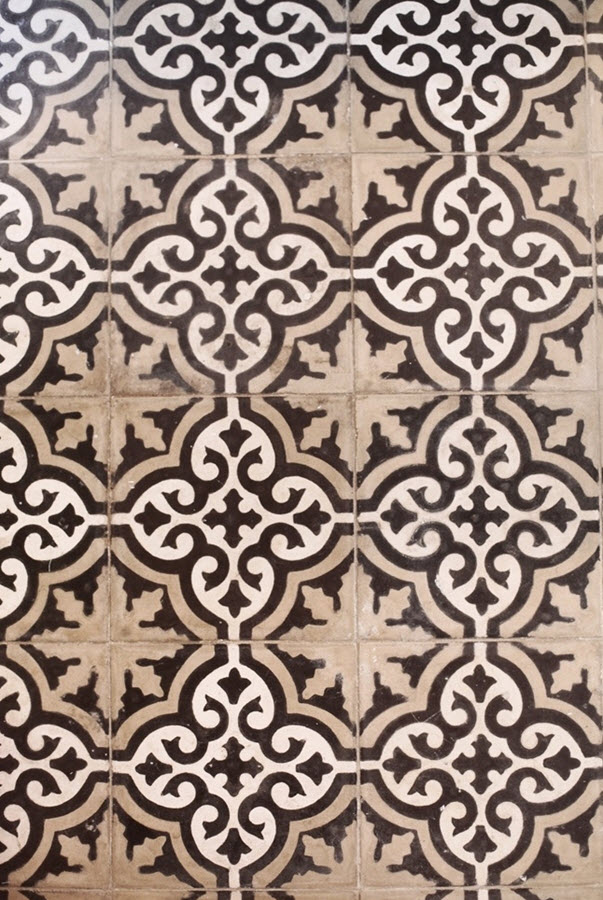brown_and_white_bathroom_tiles_18