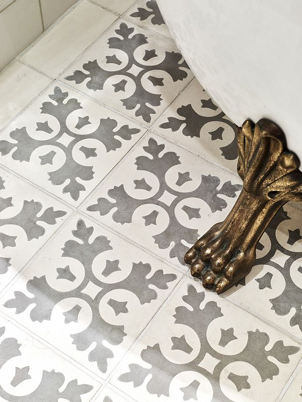 grey_and_white_bathroom_floor_tiles_2