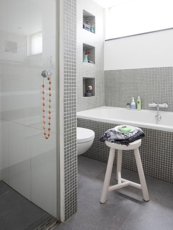 grey_and_white_bathroom_tile_ideas_30