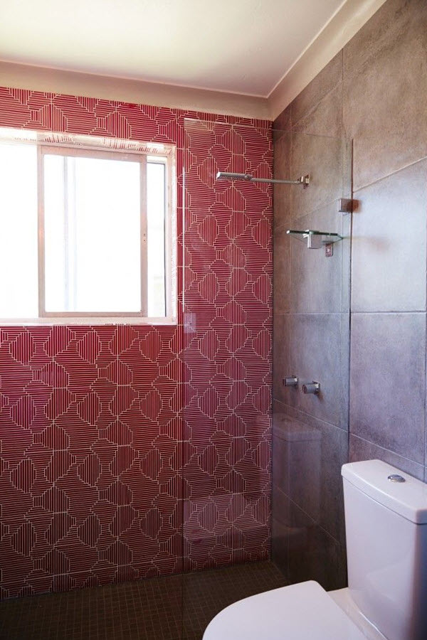 red_mosaic_bathroom_tiles_34