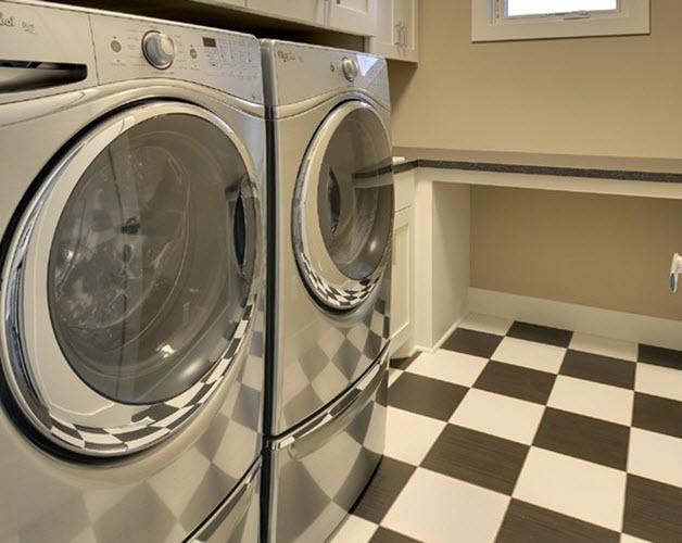retro_black_white_bathroom_floor_tile_12
