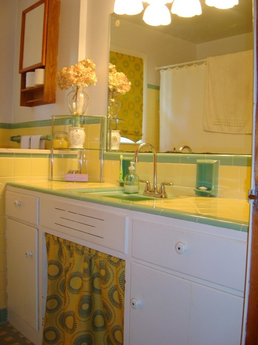 34 Retro Yellow Bathroom Tile Ideas And Pictures