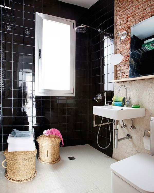 shiny_black_bathroom_tiles_4