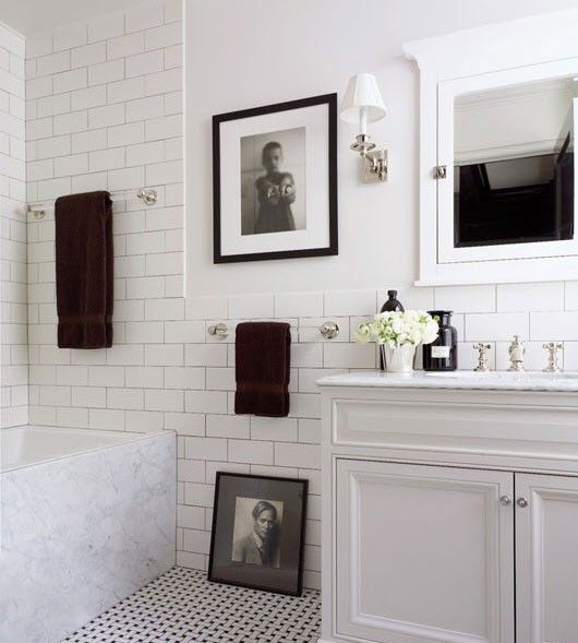 small_black_and_white_bathroom_tiles_12
