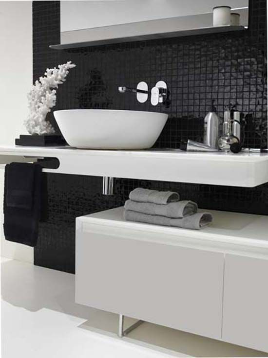 small_black_and_white_bathroom_tiles_15