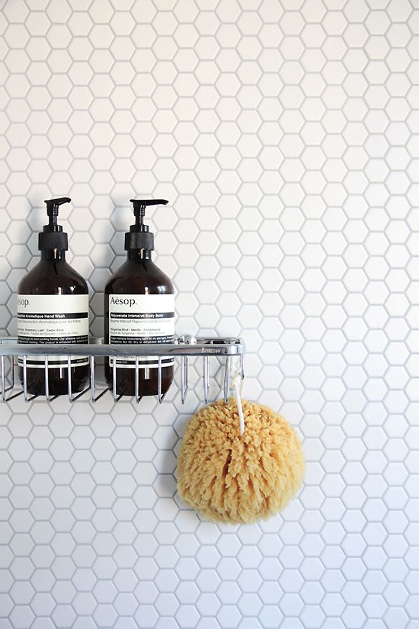 small_white_bathroom_tiles_25