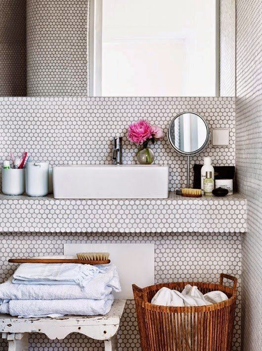 vintage_black_and_white_bathroom_tile_17