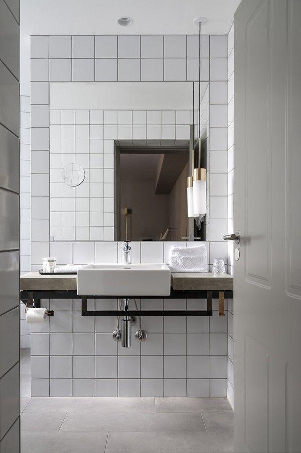 white_bathroom_tile_2
