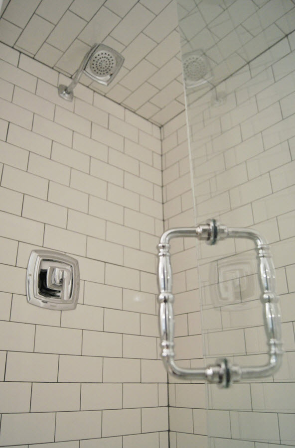 white_bathroom_tile_with_grey_grout_12