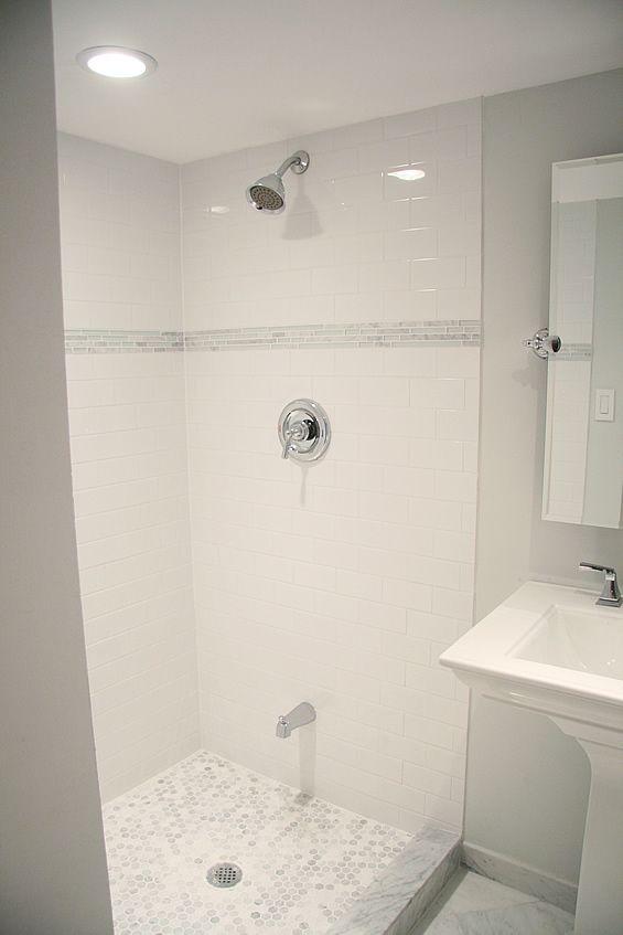 white_bathroom_tiles_with_border_1