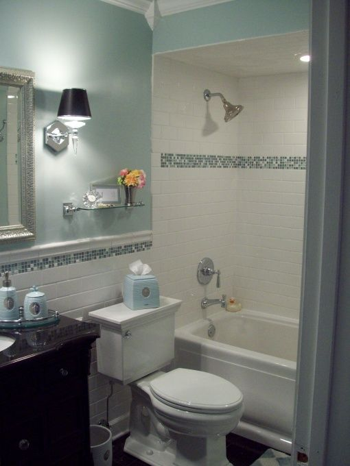 white_bathroom_tiles_with_border_3