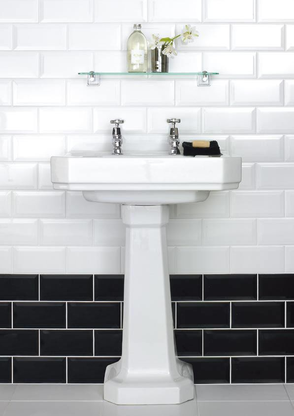 white_bathroom_tiles_with_border_36