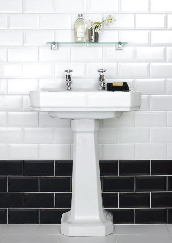 white_bathroom_tiles_with_border_36