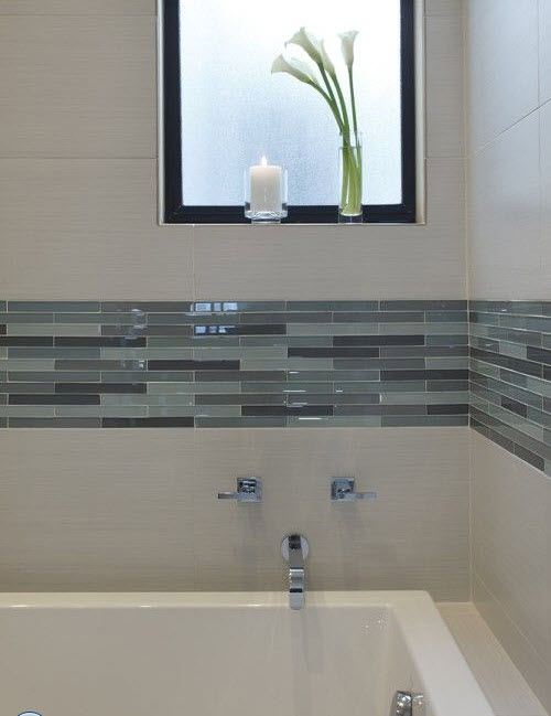 22 white bathroom tiles with border ideas and pictures for Glass tile border bathroom ideas