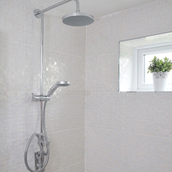 white_ceramic_bathroom_wall_tiles_2