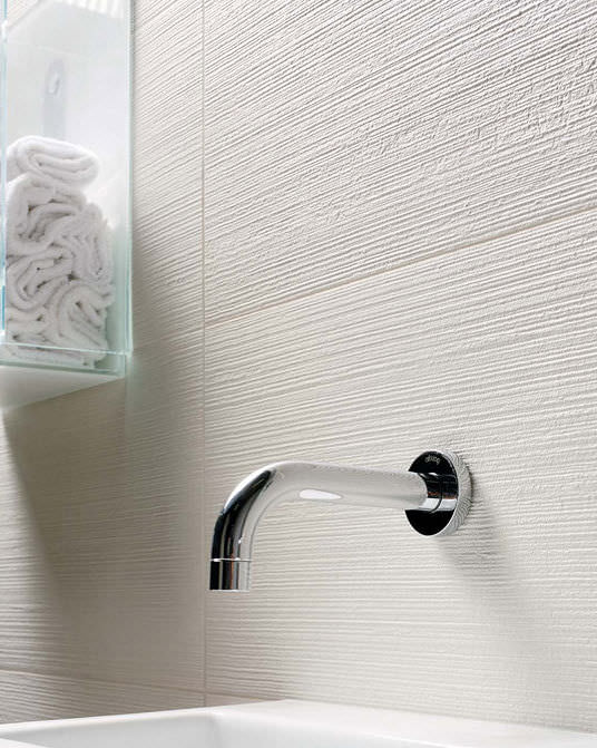 white_ceramic_bathroom_wall_tiles_32