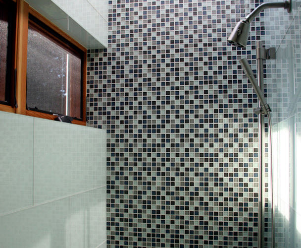 white_glass_bathroom_tile_22