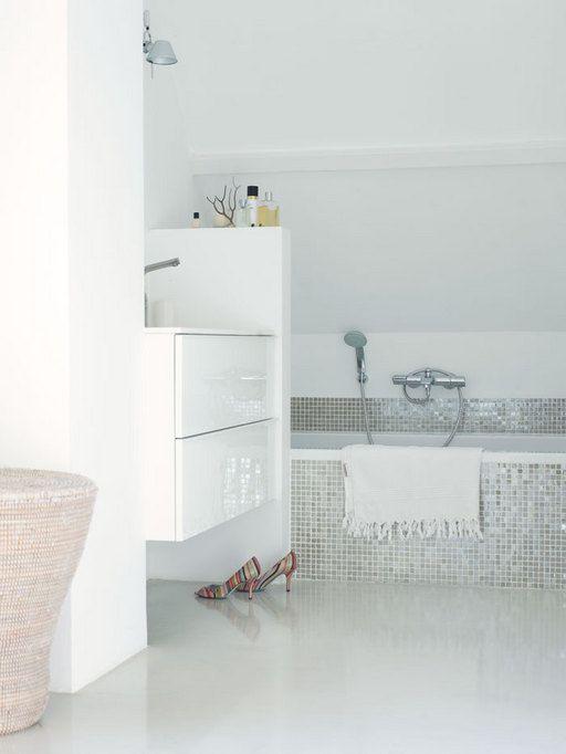 white_glitter_bathroom_tiles_32