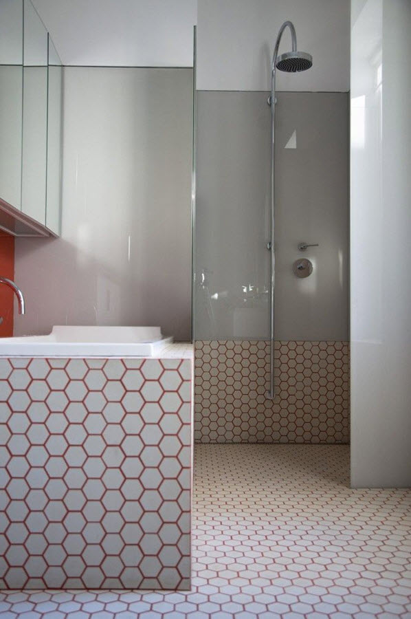white_hexagon_bathroom_tile_11