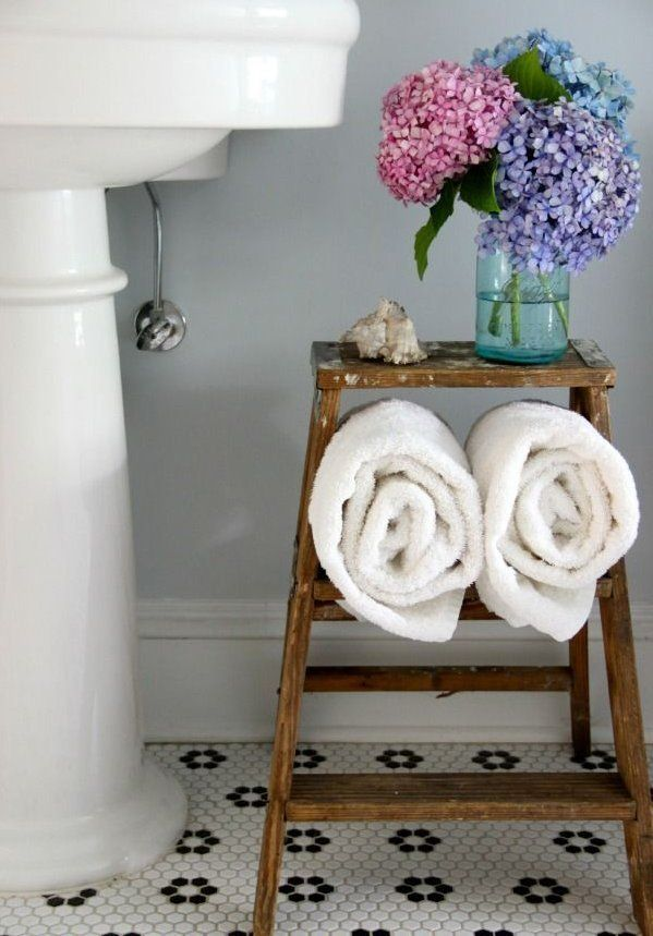white_hexagon_bathroom_tile_23