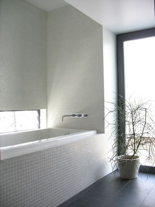 white_mosaic_bathroom_tile_1