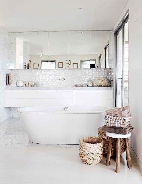 white_mosaic_bathroom_tile_25
