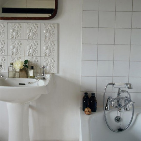 white_porcelain_bathroom_tile_26