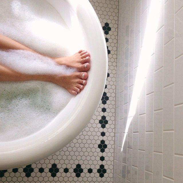 white_rectangular_bathroom_tiles_17