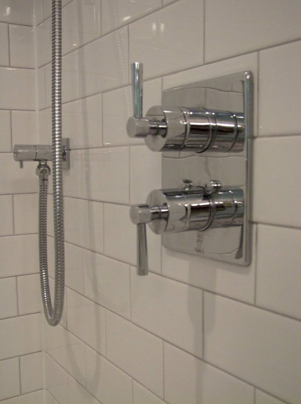 white_rectangular_bathroom_tiles_26