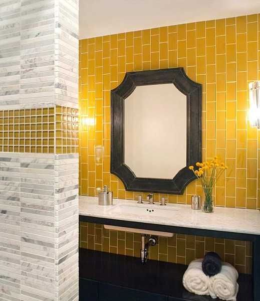 yellow_and_white_bathroom_tiles_6