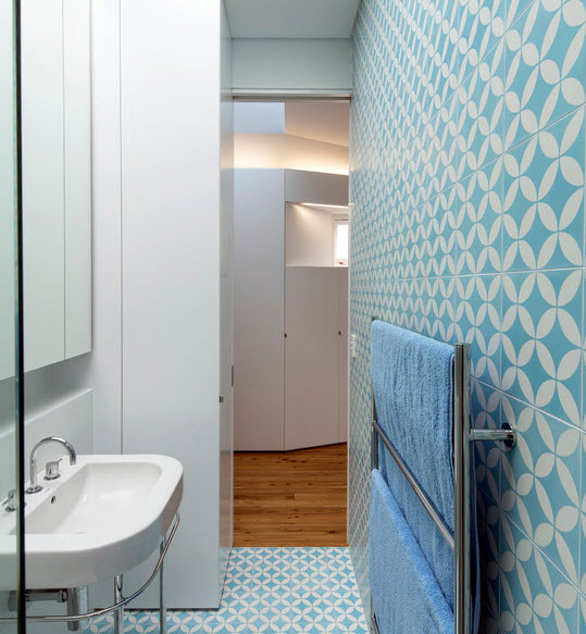 blue_ceramic_bathroom_tile_39