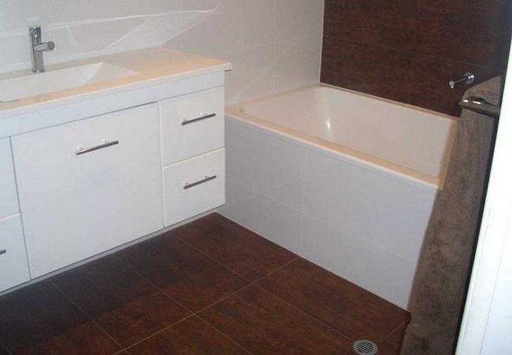 chocolate_brown_bathroom_floor_tiles_20